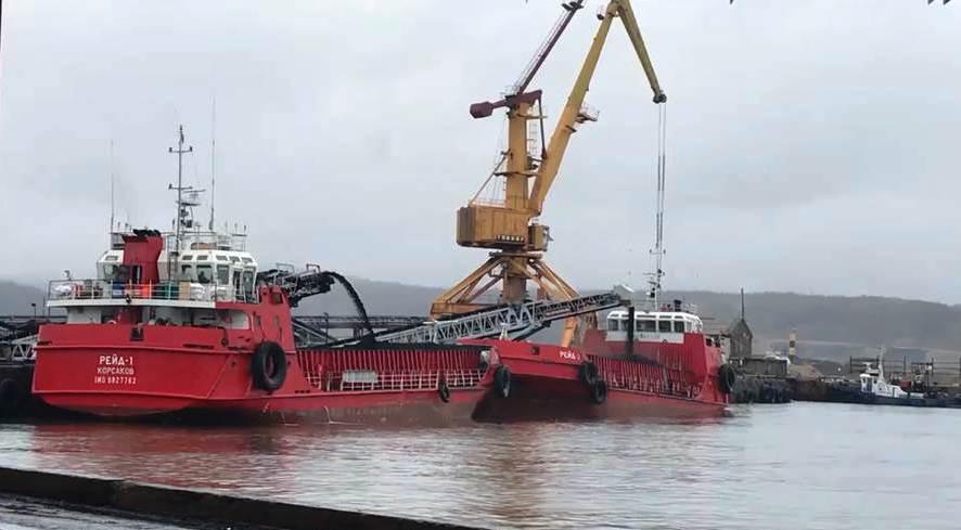 Сахалинские таможенники приступили к выпуску первой партии угля в порту Шахтерска