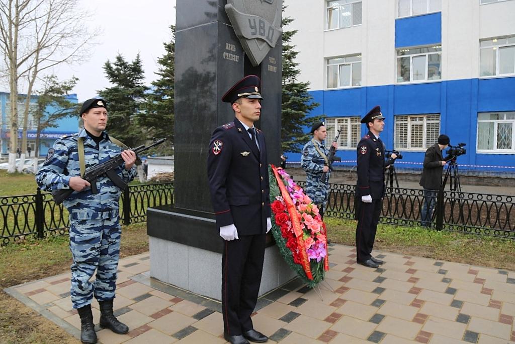 ВМенделеевске почтили память служащих милиции, погибших при исполнении служебного долга