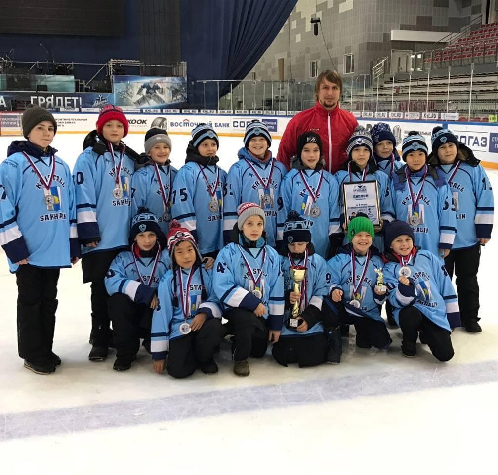 Хоккеисты Кристалла вернулись из Владивостока серебряными призерами